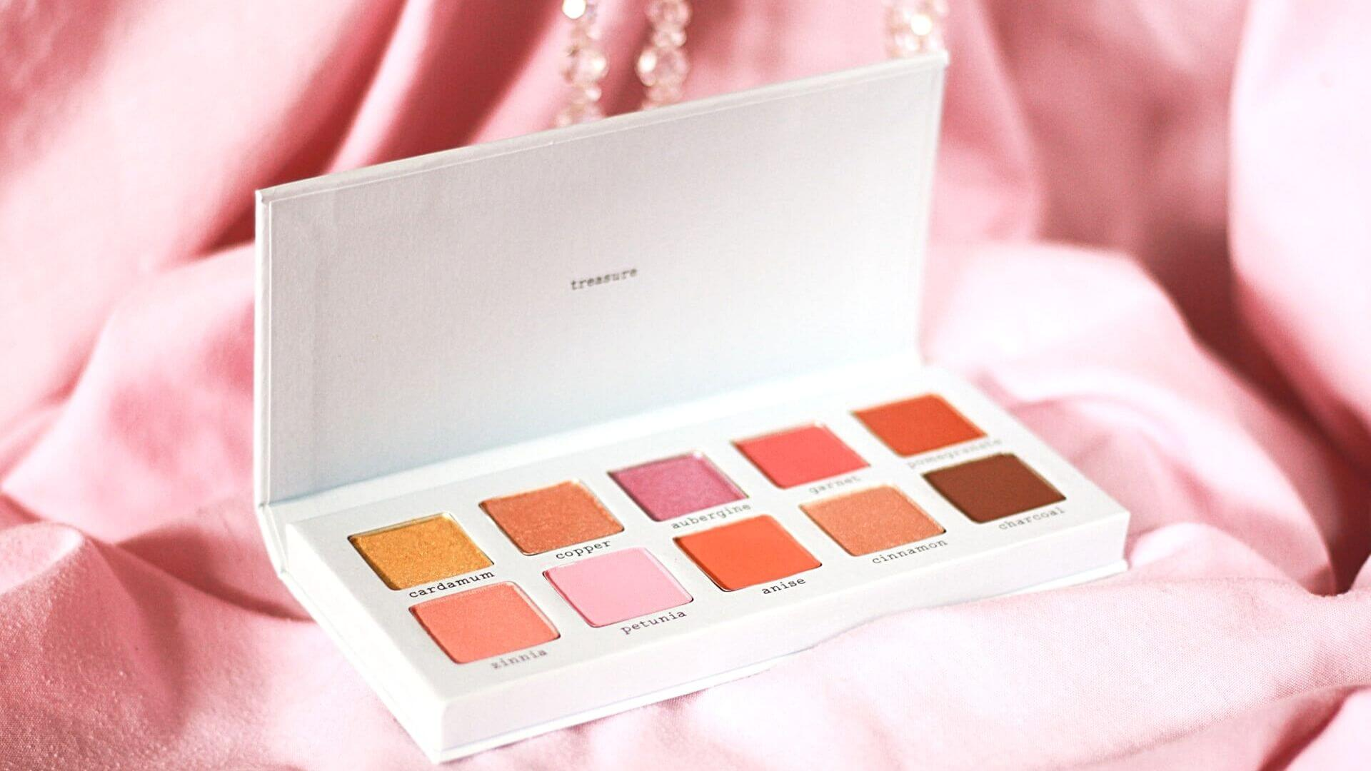 Eyeshadow palette- beauty essentials products